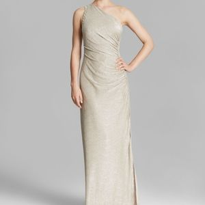 LAUNDRY BY SHELLI SEGAL // Gold Metallic Long Gown